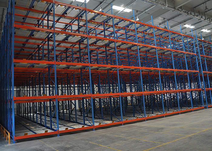 Multi level gravity flow racks for warehouse stoarage