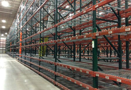 Heavy duty teardrop pallet racking warehouse storage system