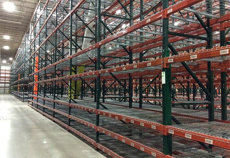 Heavy duty teardrop pallet racking warehouse storage system