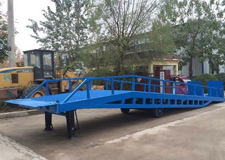 Adjustable warehouse mobile dock ramp for sale