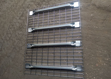 Inverted flared steoage steel wire mesh decking railing panels