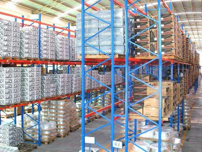 What is heavy narrow aisle racking system