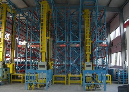 Industrial automatic storage and retrieval system for pallet unit