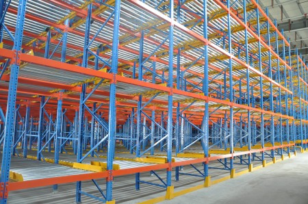Gravity flow pallet racks