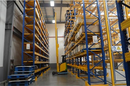 What are the main categories of warehouse shelves