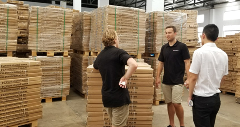 A Customer from UK paid a visit to our shelving factory