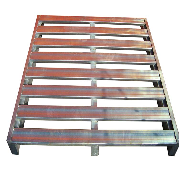 What are the advantages of steel pallet as a means of transportation?