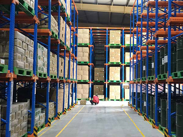 What should we pay attention to when electrostatic spraying metal storage racks