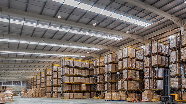 Which is more advantage of narrow aisle pallet racking or pallet racking?