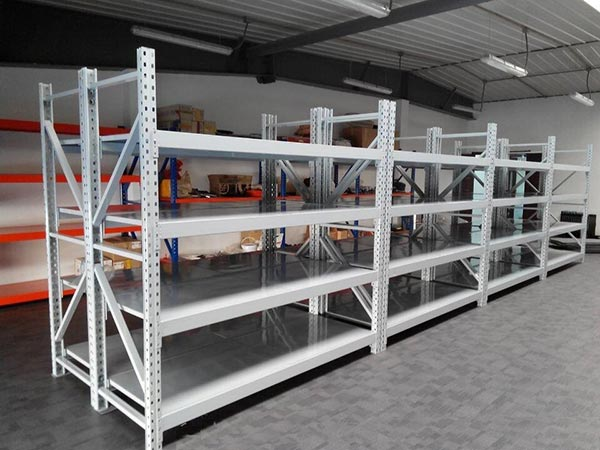 How to design racking system in medium warehouse?
