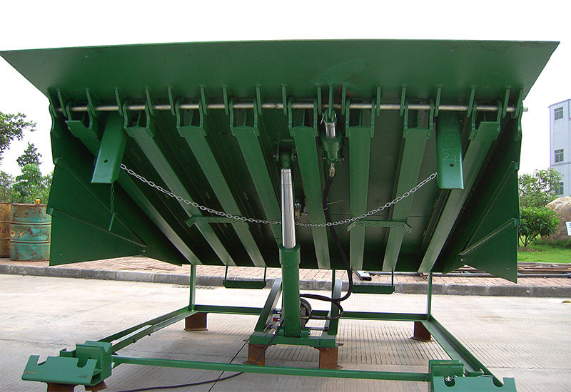 Heavy duty hydraulic dock leveler for warehouse