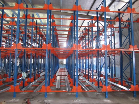 Mezzanine floor versus radio shuttle racking, which is better? (Comparing differences and advantages)