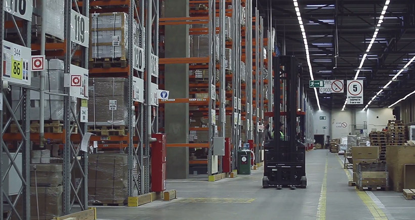 How to choose stereo shelf forklift?