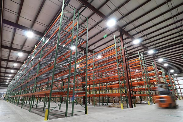 Precautions for storing goods on storage shelves