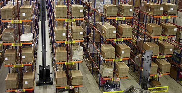 Which is more advantage of narrow aisle pallet racking or pallet racking warehouse shelving?