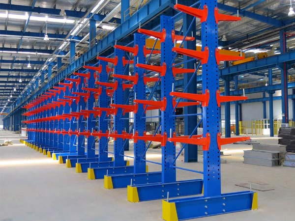 Advantages of adding mesh to cantilever shelf system